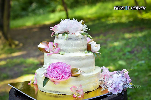 Триетажна торта с цветя