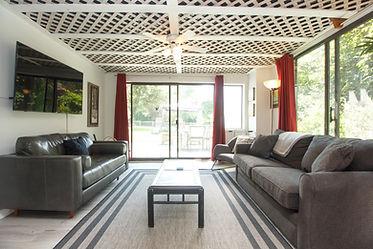 08-suite-living-room.jpg