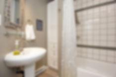 22-suite-bathroom.jpg