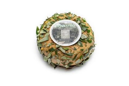 """Pecorino """"Olivastro"""" affinato in foglie di olivo"""