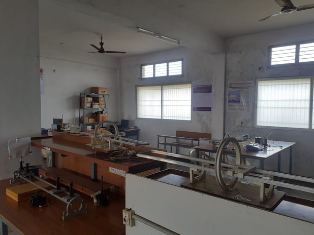 Physics lab.jpeg