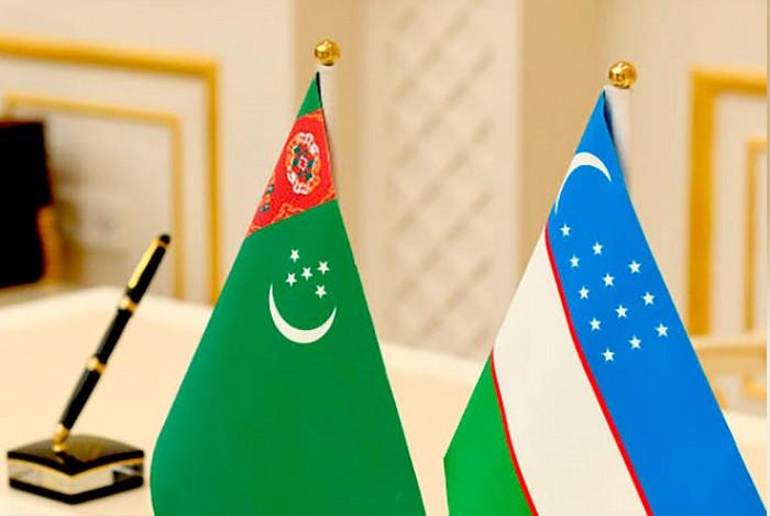 Türkmenistan ve Özbekistan Bayrakları