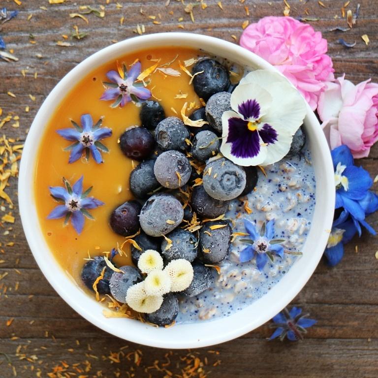 blue-overnight-oats-with-mango-puree
