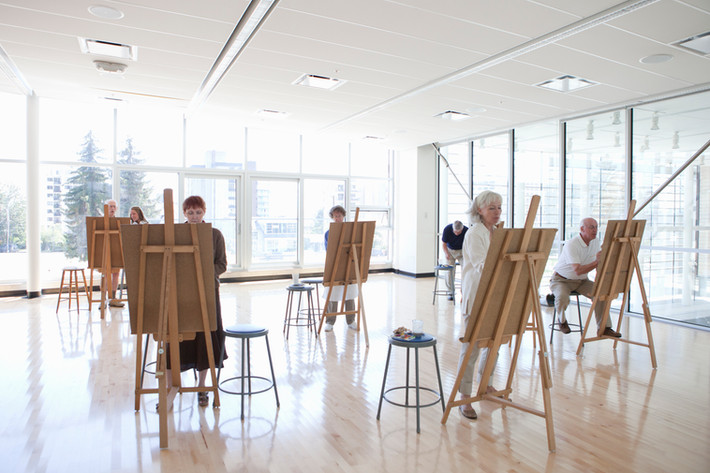 5 reasons why everyone should try an art class
