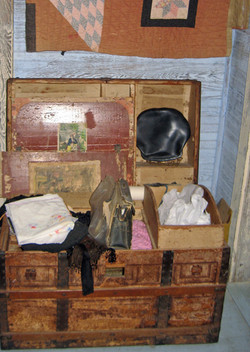 MHP-bedroom-2-trunk-and-quilt