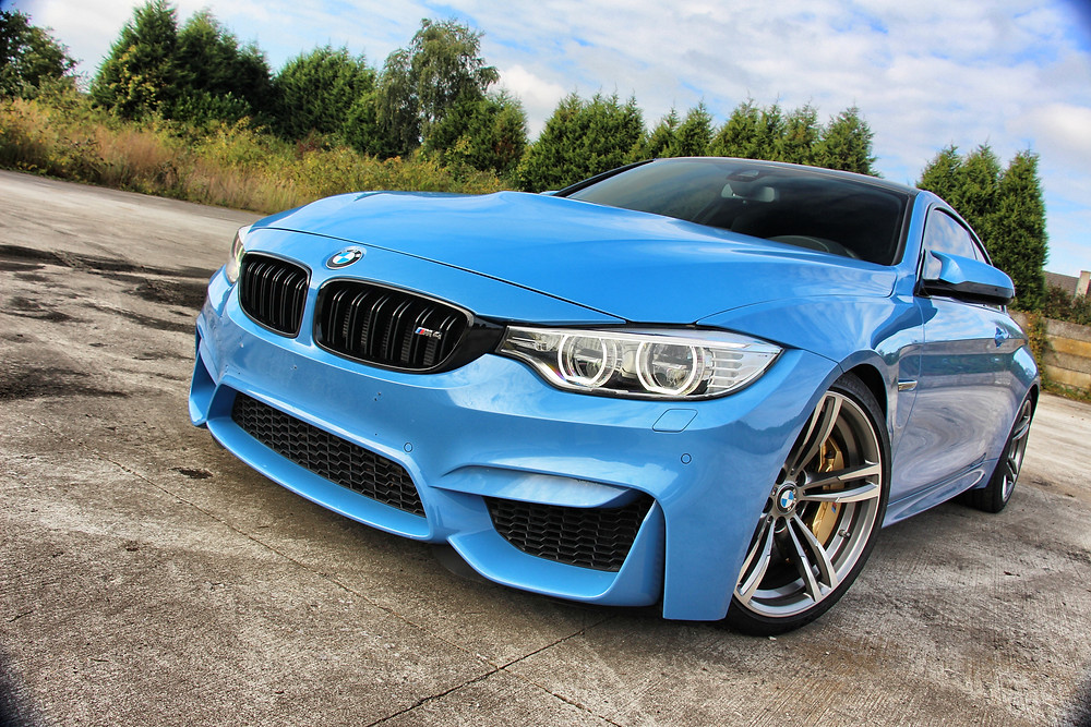 BMW M4 YAS Marina Blue XPEL paint protection wrap tegen steenslag