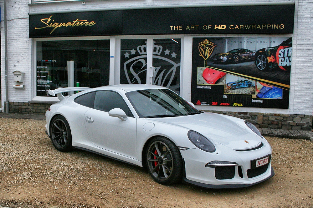VirginWhite Porsche GT3 RS Carwrap Chromedeleted blackedout