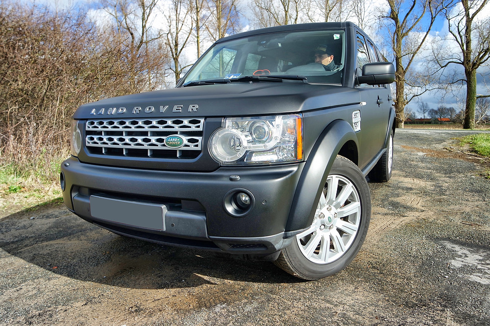 Land Rover Discovery Matte Black