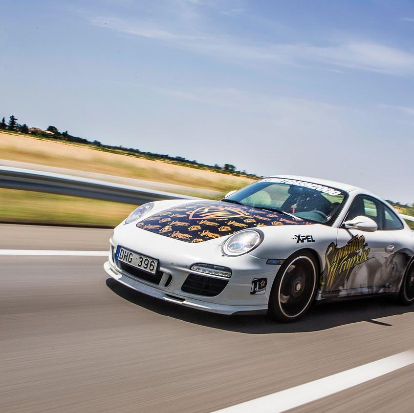 Porsche Streetgasm Carwrap Caroline