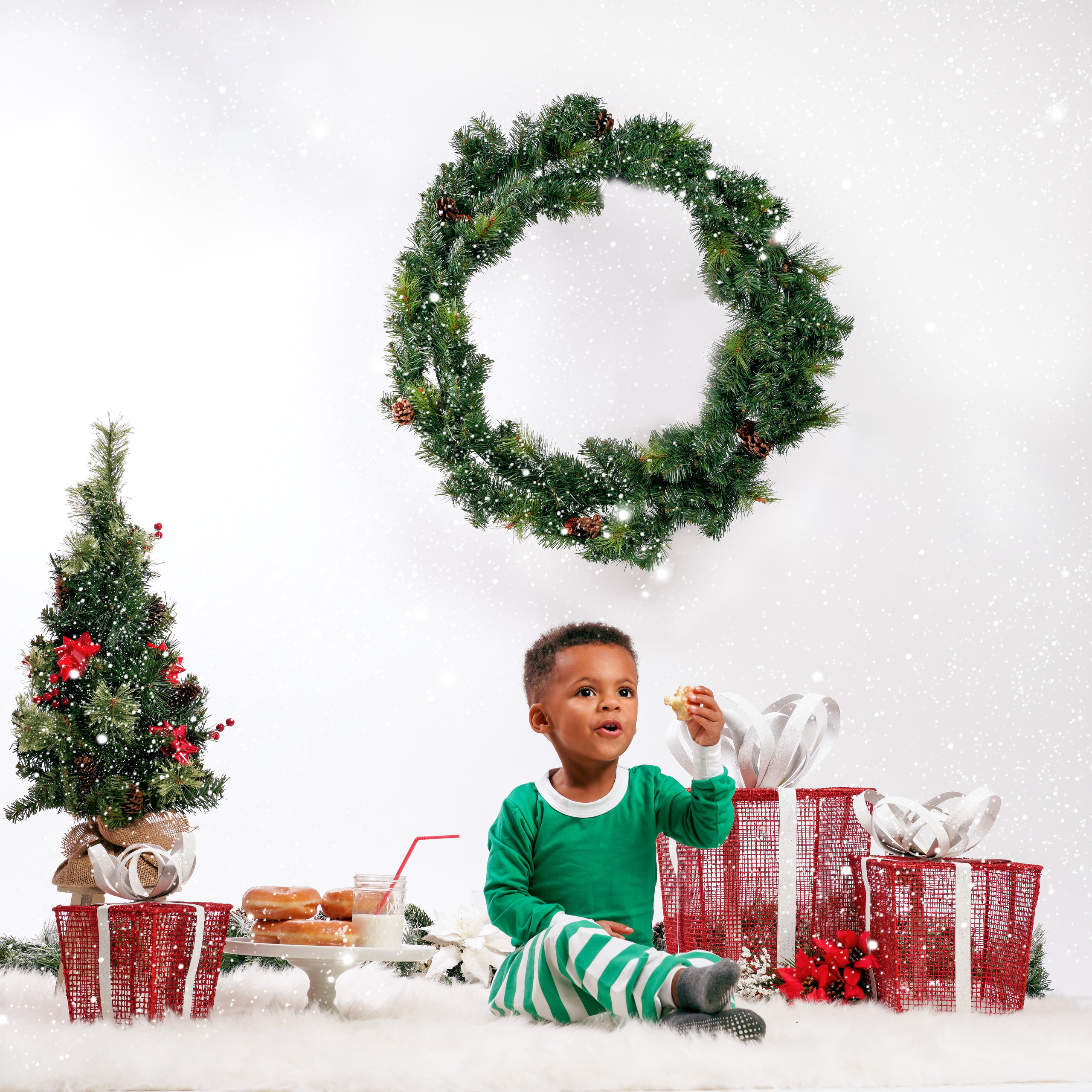 Toddler Christmas Photoshoot - Photography by tabb