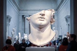 white-head-bust-in-museum-2167395.jpg
