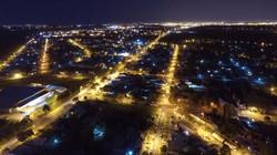Ciudad Pueblo Esther vista de noche