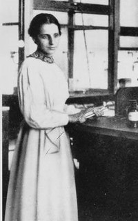 Women-in-Science-Lise-Meitner.jpg