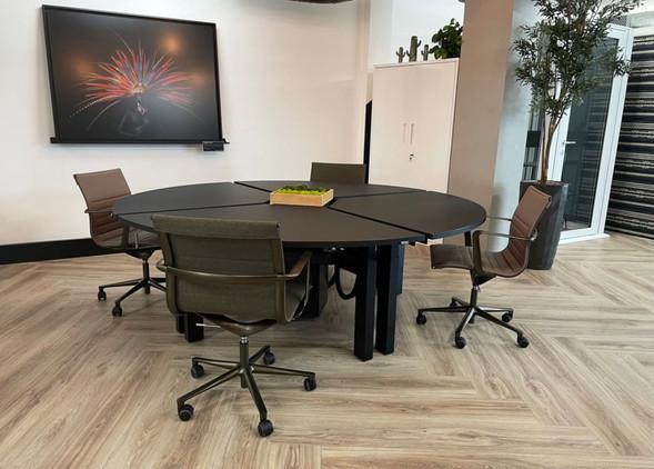disc-office-desks-office-chairs-3.jpg