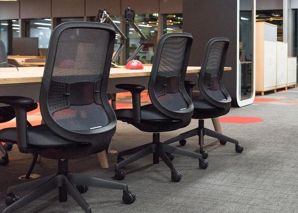 do-office-desks-office-chairs-4.jpg