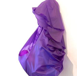 Cor-matéria, 2009 Bóia inflável, plástico, acetato e celofane Dimensões variáveis.