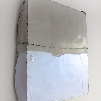 Sem título, 2016 Tinta acrílica sobre cimento. 25x20x5cmcm