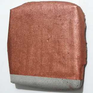 Sem título, 2017. Purpurina alemã sobre cimento.  25x20x3cm