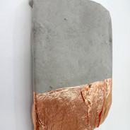 Roberta Tassinari Sem título, 2018.  folha de cobre sobre cimento 29x20x3cm