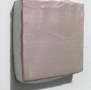 Sem título, 2017 Tinta acrílica sobre cimento branco.  15x13x2,5cm