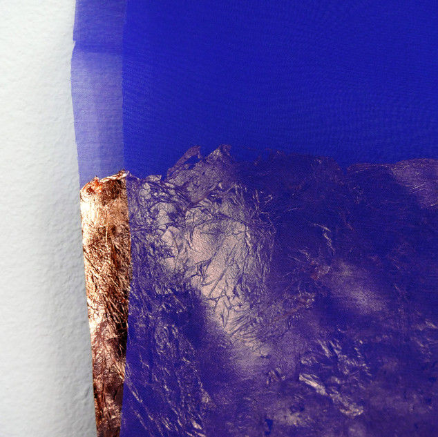 Sem título, 2019.  Folha de cobre sobre tecido e alfinete 30x25x3cm
