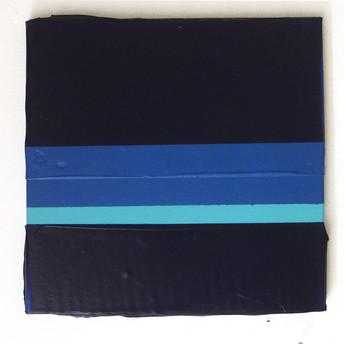 Massa de cor azul prússia, 2015 Tinta acrílica, tinta spray e tinta serigráfica sobre tela. 25,5 x 25,5 cm