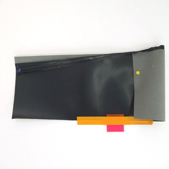 Sem título, 2015 Tecido vinil, fita adesiva, acrílico e tachinha sobre parede. 47x24x3 cm