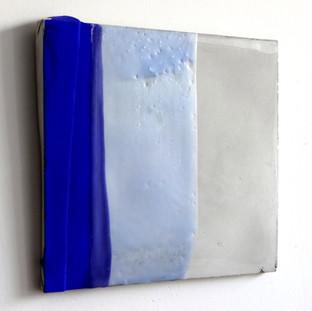Sem  título, 2016 Tinta polivinílica e encáustica sobre cimento. 16x16x2cm
