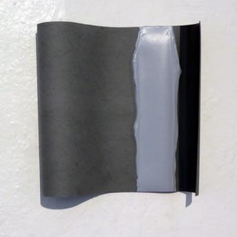 Cinzas, 2015 Tecido vinil, fita adesiva e tinta serigráfica. 26x23x5cm