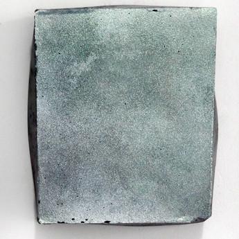 Sem título, 2017 Pigmento em pó sobre cimento pigmentado. 17x14x4cm