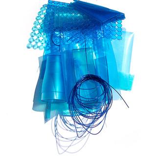 Sem título IV, 2010 plásticos, acetato, nylon  70x55x20cm