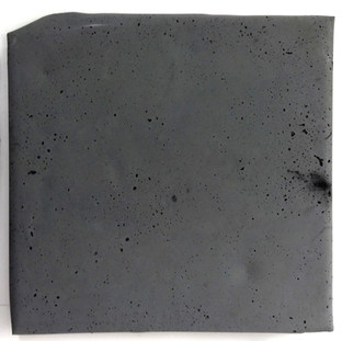 Sem título, 2017. Pigmento em pó e cimento. 40x42x3cm
