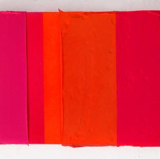 Massa de cor Carmim, 2015 Tinta acrílica, tinta spray e tinta serigráfica sobre tela. 16,5 x 22 cm