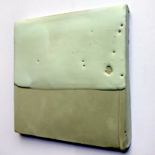 Sem título, 2016 Encáustica sobre cimento.  14x14,5x1 cm