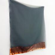 Sem título, 2019.  Folha de cobre sobre tecido e ilhós. 140x27x12cm