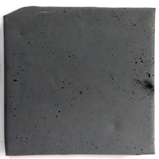 Sem título, 2017. Cimento pigmentado.  40x35x3cm