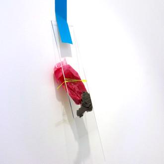 Sem título XI, 2013  fita adesiva, acrílico, silicone, plástico líquido, e fio de silicone sobre parede. 12x18x8cm