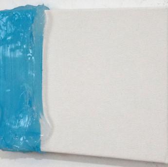 Azul 2, 2015 Tinta spray e silicone sobre tela. 15 x 20 cm