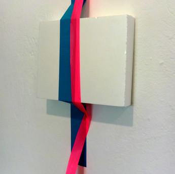 Sem título, 2015 Isopor, fita adesiva e fita isolante sobre parede. 60x25x5 cm