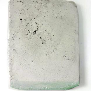 Sem título, 2017. Pigmento em pó sobre cimento. 46x35x3cm