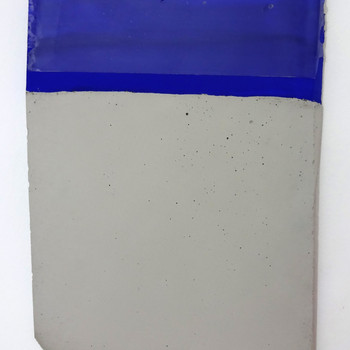 Sem título, 2016 tinta polivinílica e encáustica sobre cimento. 30x20x1 cm
