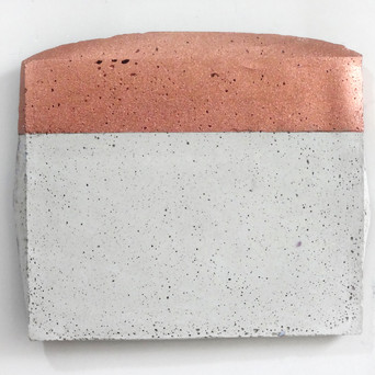 Sem título, 2017. Purpurina alemã sobre cimento.  20x30x3cm