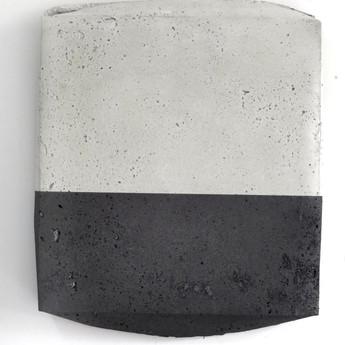 Sem título, 2017 Grafite em pó sobre cimento 26x22x3cm