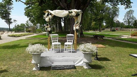 décor extérieur mariage, fleuriste le chant des fleurs à Franois