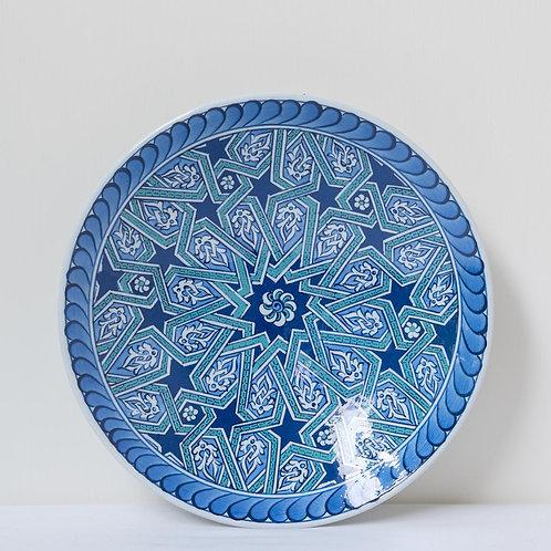 Slightly convex plate with geometric motifs