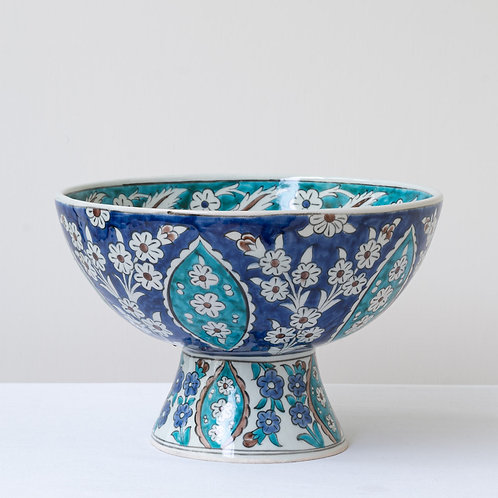 Elegant and beautiful hand painted tazza.