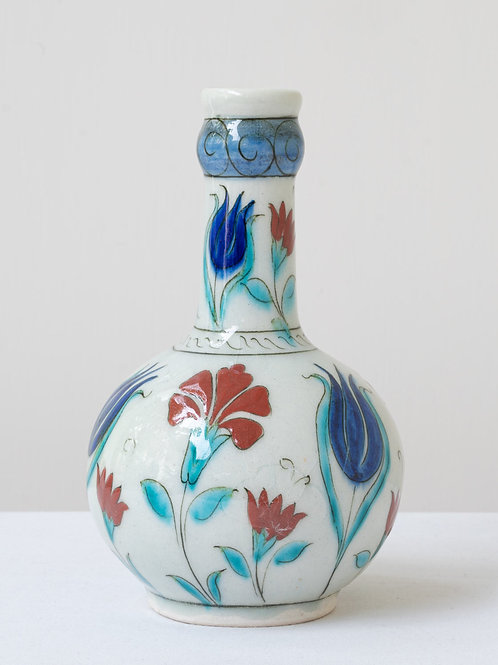 (15) Decorative Iznik inspired ceramic vase