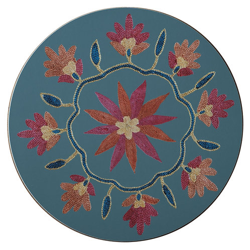 Daisy and garland table mat in light blue (price is per mat)