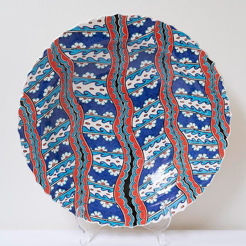 Large convex plate with Ottoman style fluted edges and motifs (Y)