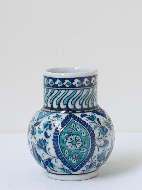 Highly decorative reproduction 16th century Iznik quartz ceramic vase